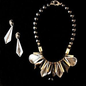 Jewelry - 80s Clear Lucite with Black & Gold 2 Piece Set